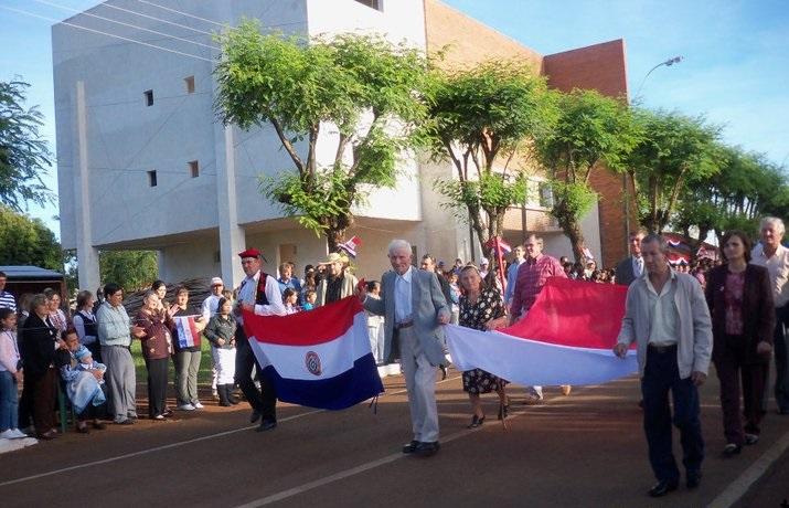 """Obchody dwusetlecia niepodległości Paragwaju, 16 maja 2011, zdjęcie pochodzi z profilu """"Fram en Fotografias"""" na Facebooku"""