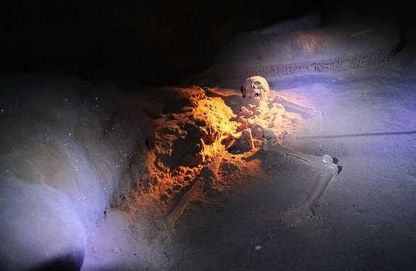 Kryształowa Księżniczka, Jaskinia ATM, Belize. Zdjęcie pochodzi ze strony belize.com